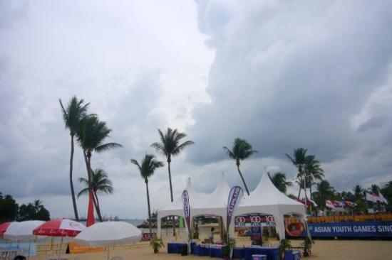 เกาะเซนโตซา, สิงคโปร์: ..wa...好大陣像...好似沙灘節咁feel >u</..