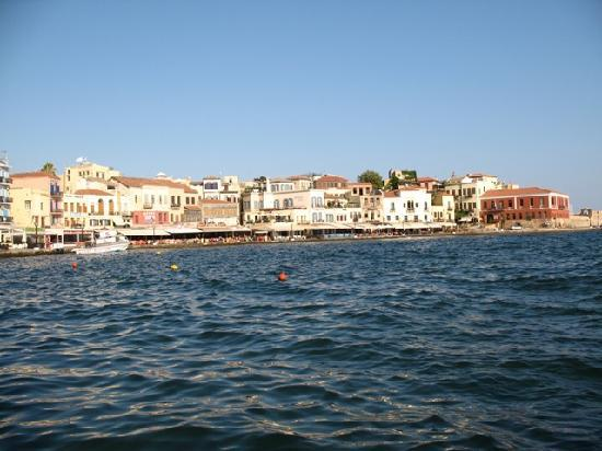 Ammos Hotel: Chania old harbor early in the morning - magnificent