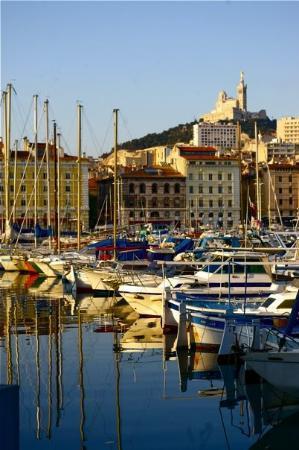 มาร์แซย์, ฝรั่งเศส: Le vieux-port dominé de la Bonne Mère