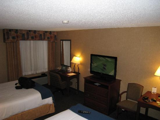 Holiday Inn Express Jamestown: More room. NIce TV and a good selection of HD Channels