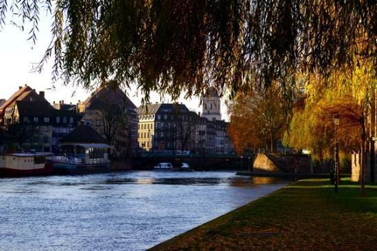 สตราสบูร์ก, ฝรั่งเศส: Jolie bord de rivière