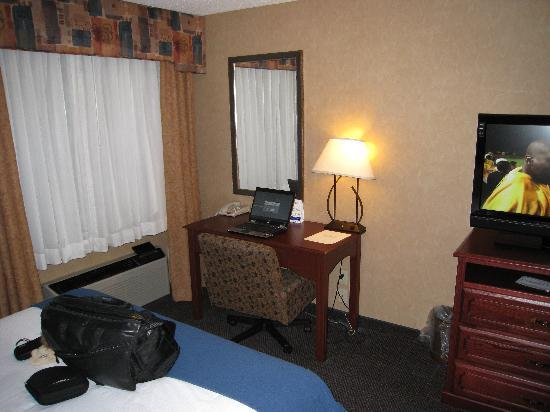 Holiday Inn Express Jamestown: Work Space