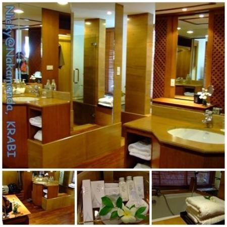 นาคามันดา รีสอร์ท แอนด์ สปา: Hugh-bath room!!! love it!