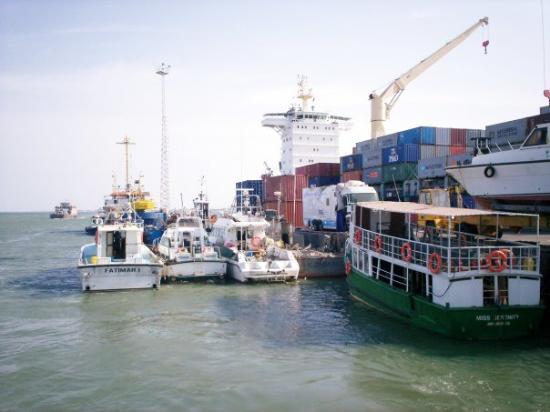 บันจุล, แกมเบีย: Port in Banjul