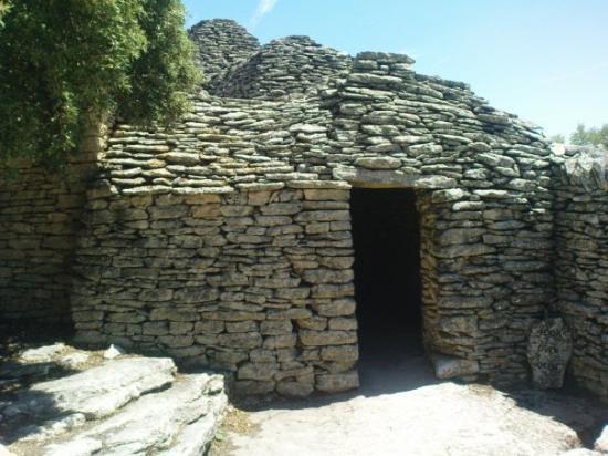 Aix-en-Provence, Francia: Village des Bories près de Gordes   Jérômeeeeeeeeee une grotteeeeeeee hihihihi