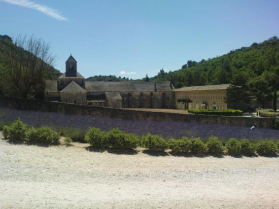 แอ็ซซองโปรวองซ์, ฝรั่งเศส: L'Abbaye de Sénanque