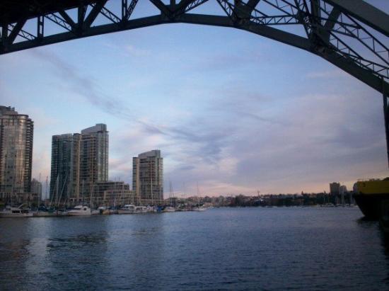 แวนคูเวอร์, แคนาดา: Vancouver, taken under Burrard Bridge Canada 2006-2007