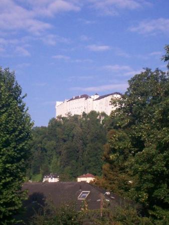 ซาลซ์บูร์ก, ออสเตรีย: View of Hohensalzburg Fortress from hostel window