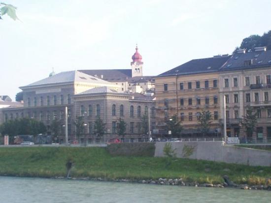 ซาลซ์บูร์ก, ออสเตรีย: Salzburg with Nonnberg Abbey dome in the background