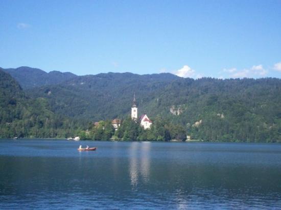 เบลด, สโลวีเนีย: Lake Bled with Island Church