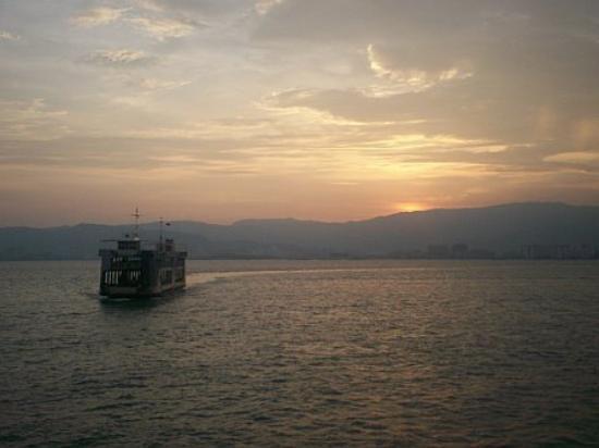 จอร์จทาวน์, มาเลเซีย: On the Butterworth-Georgetown ferry, Penang (Apr 07)