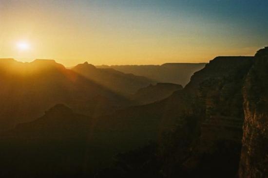 อุทยานแห่งชาติแกรนด์แคนยอน, อาริโซน่า: Sunrise at the Grand Canyon August 2004