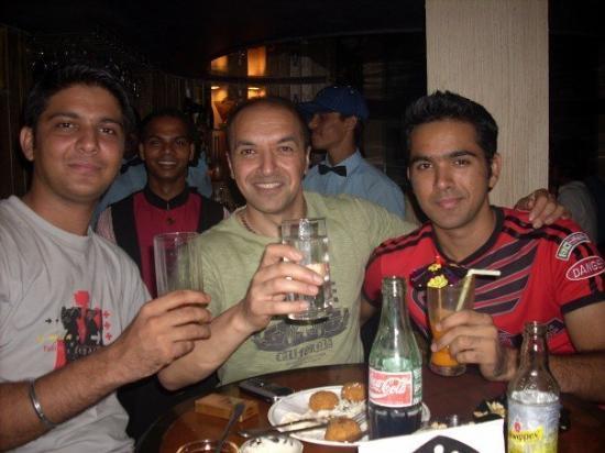 มุมไบ (บอมเบย์), อินเดีย: These are my Bombay Bad Boy Brothers. Goldie on left and Ravi on the right.