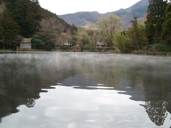 Yufuin Basin: lake Kinlinko, water is warm, of course