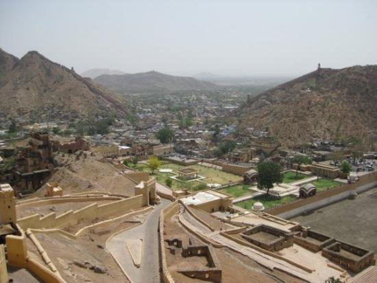 พระราชวังแอมเบอร์: View over Amber Town