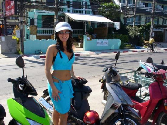 จังหวัดภูเก็ต, ไทย: Riding on mopeds in Phuket, Thailand.