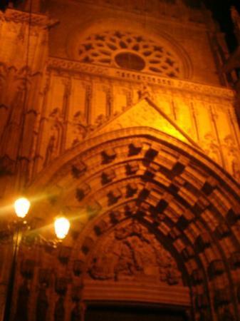 เซบียา, สเปน: Fachada de la catedral, es im-presionante!