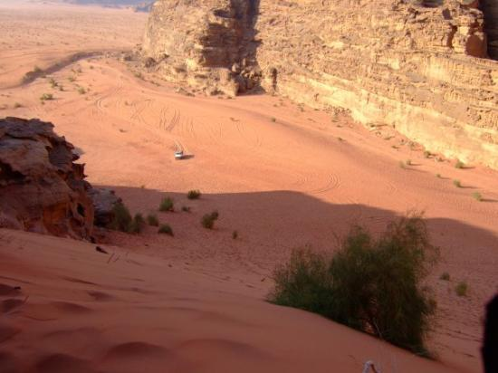 Wadi Rum, จอร์แดน: that white-ish speck down there is the jeep we've just left
