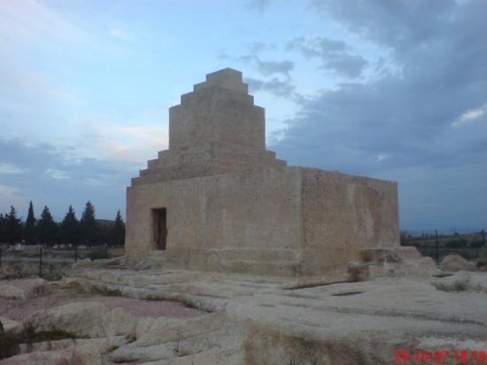 Foca, ตุรกี: Pers Mezar Anıtı