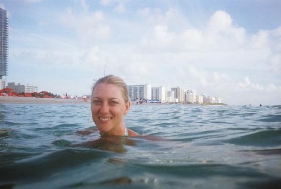 ไมอามี่, ฟลอริด้า: Taking a dip in the ocean