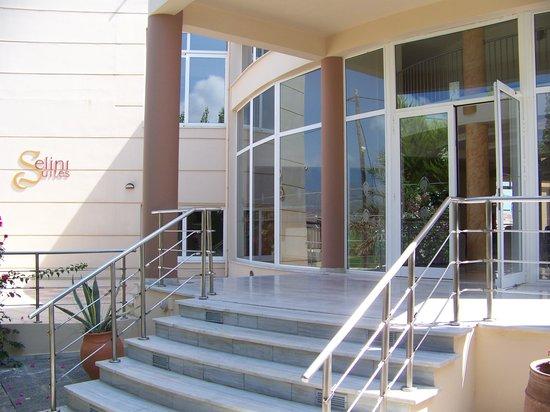 Selini Suites: Entrance 2