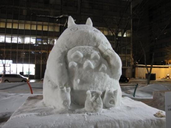"ซัปโปโร, ญี่ปุ่น: Overheard from a passerby: ""OMG! They froze Totoro to death!"""