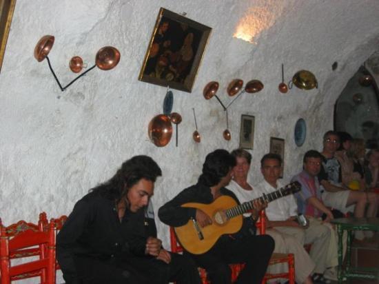 กรานาดา, สเปน: Inside the Gypsy caves of Granada