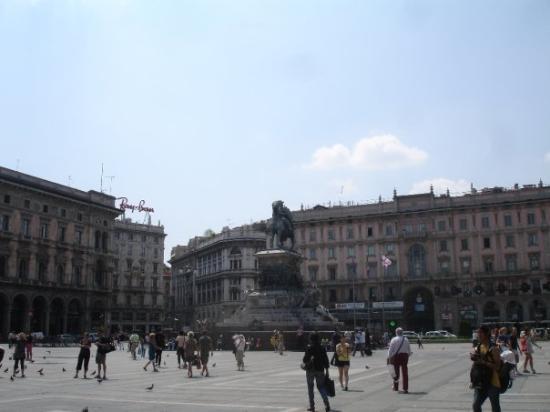 มิลาน, อิตาลี: Piazza Duomo