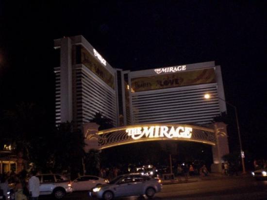 """โรงแรมเดอะมิราจ & คาสิโน: """"I want him to think that I am pondering a call, but all I'm really thinkin about is Vegas and t"""