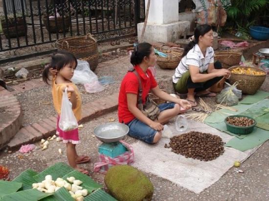 หลวงพระบาง, ลาว: Mercato di Luang Prabang, Laos