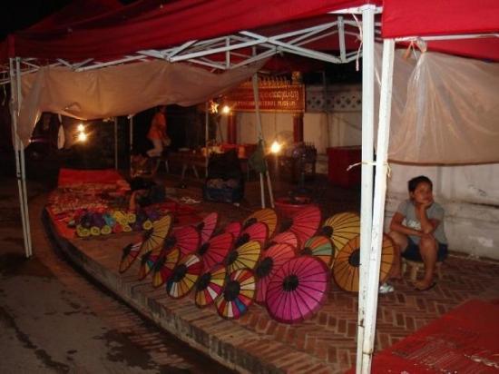 หลวงพระบาง, ลาว: Mercato notturno, Luang Prabang, Laos