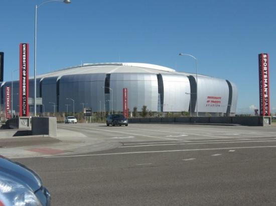 Went to see University of Phoenix stadium in Glendale Arizona - site of Super Bowl XLII. Unfortu