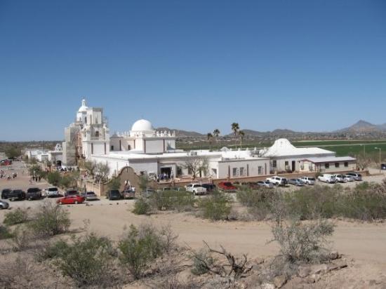 ทูซอน, อาริโซน่า: The beautifully restored 18th century Spanish Mission at San Xavier del Bac, just south of Tucso