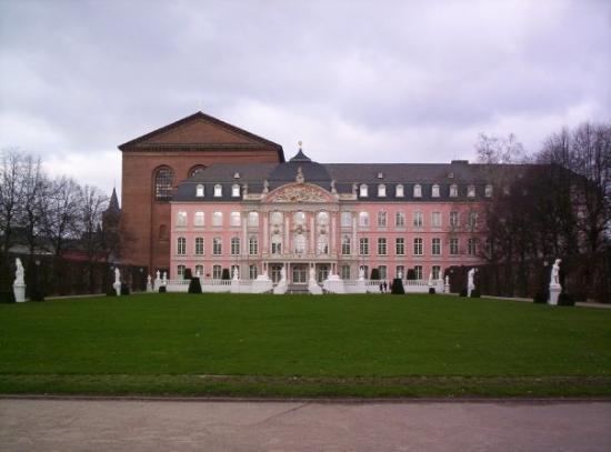 Kurfürstliches Palais: Trier : Palais des Princes électeurs. (03.02.2007)