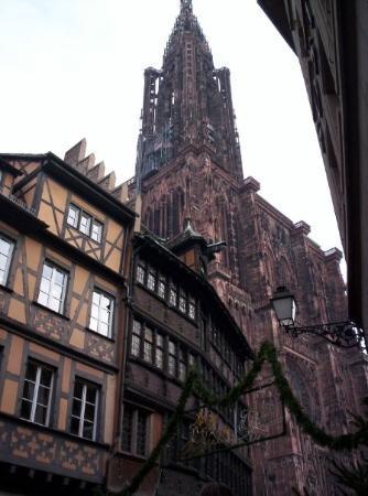 สตราสบูร์ก, ฝรั่งเศส: Strasbourg (décembre 2006) : vue sur la cathédrale