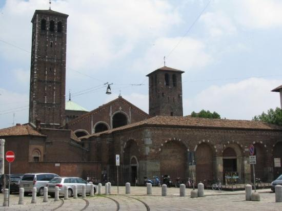 มิลาน, อิตาลี: Milan - Basilica di Sant'Ambogio.  Dates back to 380 A.D.