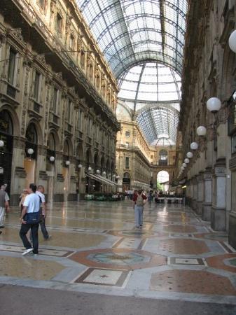 มิลาน, อิตาลี: Milan.  Galleria