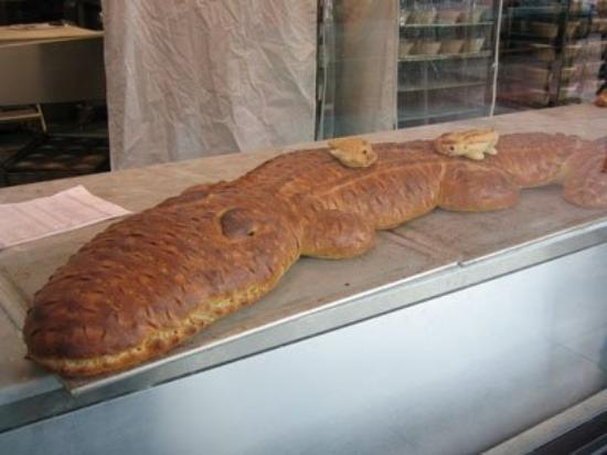 Boudin at the Wharf: Bread crocodile at Boudin bakery