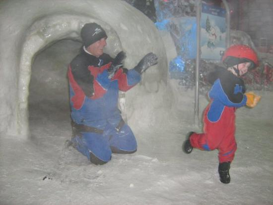Ski Dubai: Dad & Emily, Dubai 008