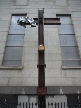 อนุสรณ์ 9/11: The cross from Ground Zero