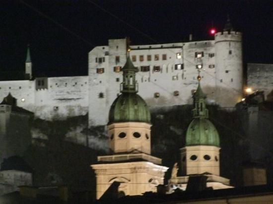 ซาลซ์บูร์ก, ออสเตรีย: Another view of the Salzburg Fortress, taken across the 'river'