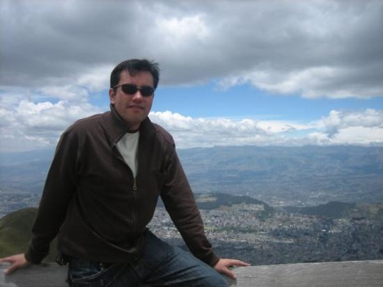 กีโต, เอกวาดอร์: atrás Quito