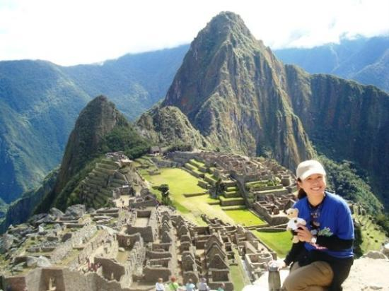 มาชูปิกชู, เปรู: The must-have famous Machu Picchu take - a spectacular view of the ruins, terraces, and stairway