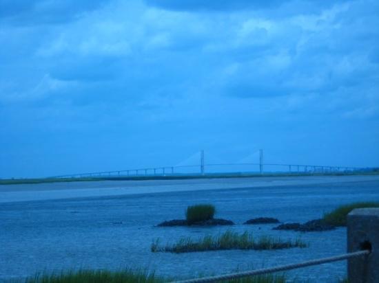 เกาะเจคิลล์, จอร์เจีย: The bridge from Brunswick to St. Simon's Island