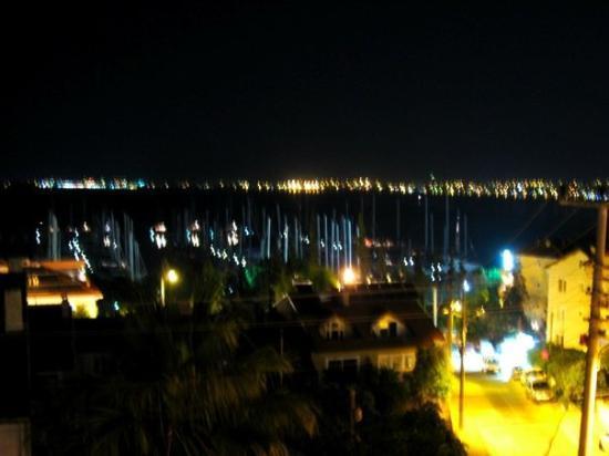 เฟทิเย, ตุรกี: @Fethiye gece mazarası...kaldığımız pansiyondan