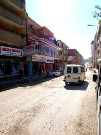 Antakya, ตุรกี: Hatay街頭  是我從來沒見過的土耳其街頭 有東南亞的味道