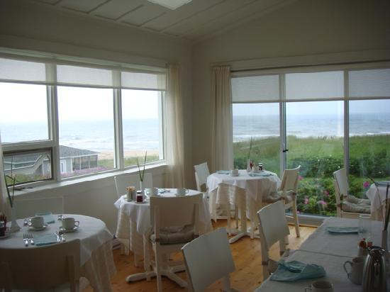 Havre-sur-Mer Inn: Breakfast Sunroom