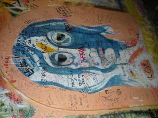 John Lennon Wall: i found john lennon!