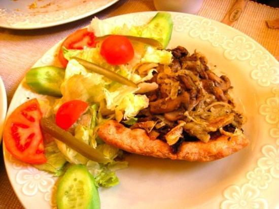 อังการา, ตุรกี: Mantarlı pie!!! Çok güzel olmuş!!! Hepimiz bayıldık ona...