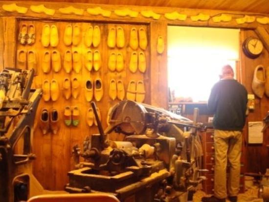ซานดัม, เนเธอร์แลนด์: Wooden shoes factory